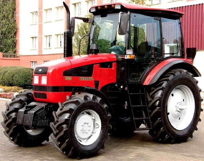 """Трактор МТЗ-1523 """"Беларус"""": особенности и эксплуатационные характеристики"""