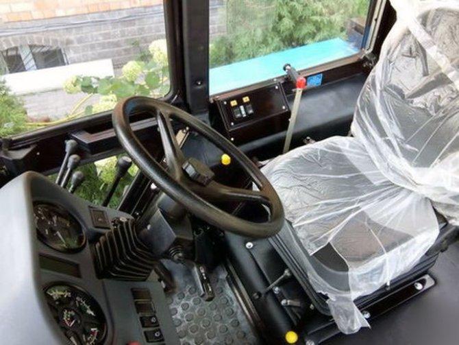 Трактор МТЗ-1221 БЕЛАРУС, кабина
